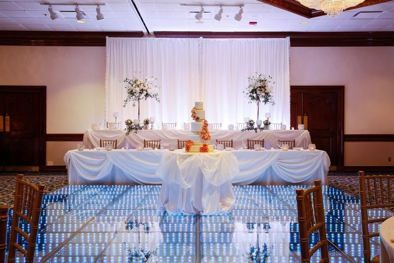 Wedding cake and head table