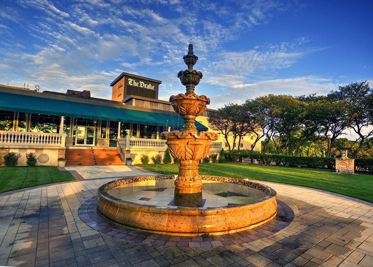 The Drake Oak Brook fountain