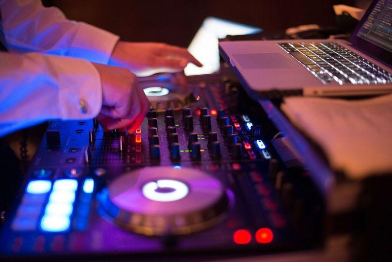 a077d5a4aedcf6c7 photo 1 DJ HANDS preview