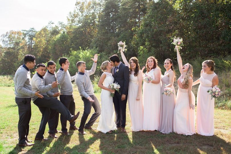 ​The couple with the bridesmaids and groomsmen