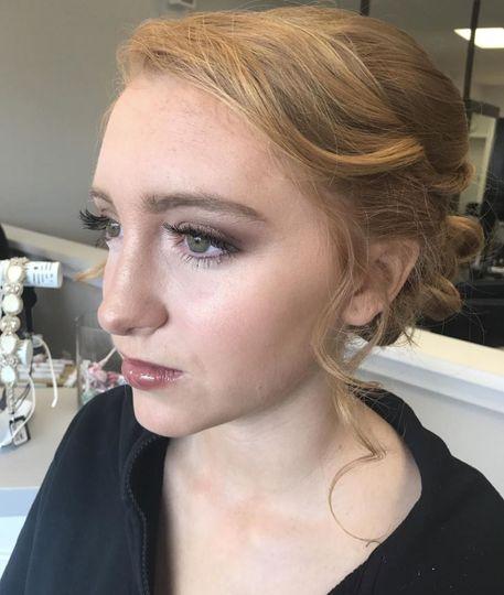 Natural promenade makeup