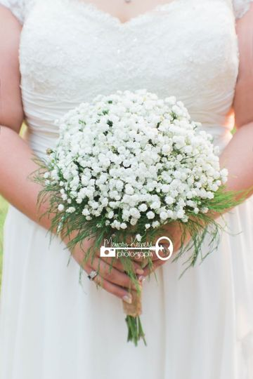 Sometimes, less is more.  I loved this bride's simple, yet elegant, bouquet.