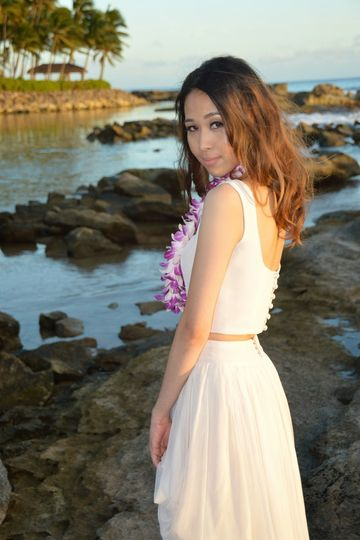 photographer: Robert Hamilton (Bridal Dreams Hawaii) Hair and Makeup: Beauty by Susan Kim