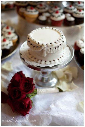 cupcake craving wedding cake sacramento ca weddingwire. Black Bedroom Furniture Sets. Home Design Ideas