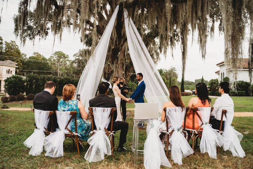 Pop up front yard elopement