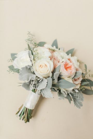 Blush, peach and ivory! Swoon!