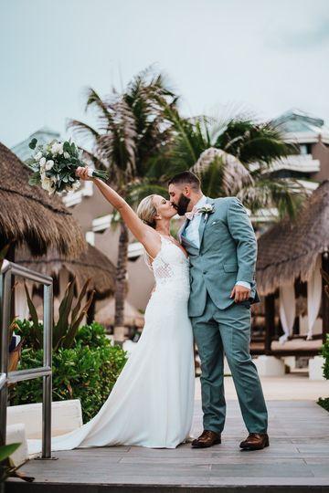Cancun, Mexico couple - Talbot Photo & Co.