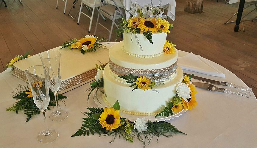 Maxine\'s On Green - Wedding Cake - Crawfordsville, IN - WeddingWire