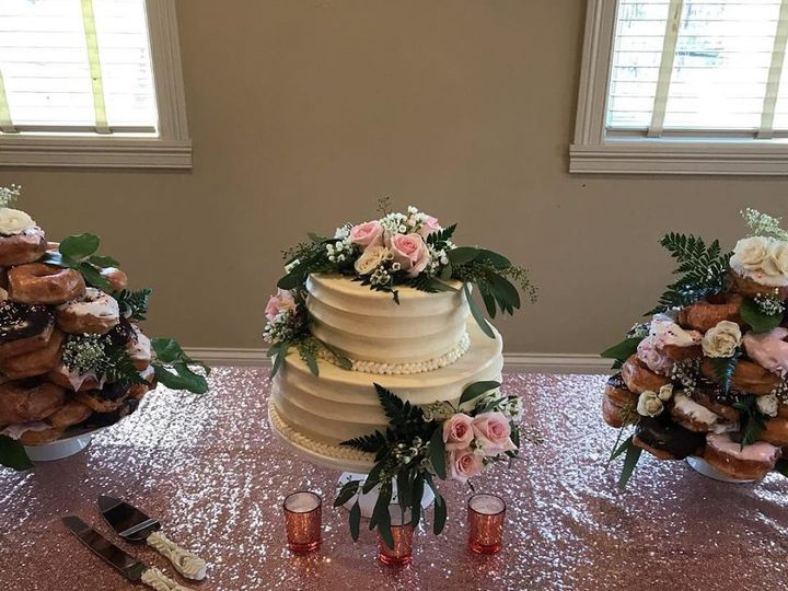 Tmx 56845649 893352294329910 1169411773841801216 N 51 977404 1570641754 Crawfordsville, Indiana wedding cake