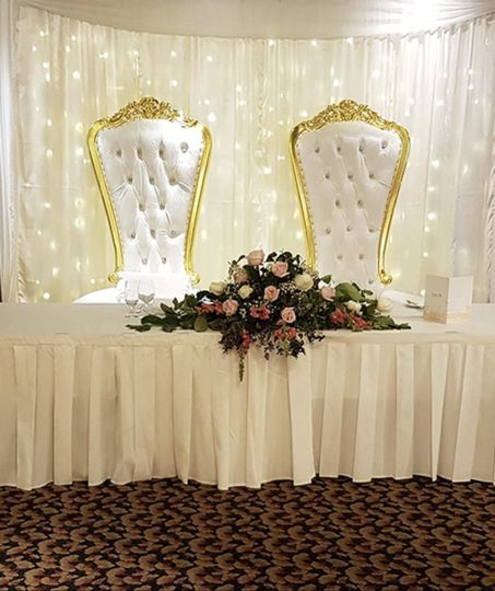 Head table w/skirt