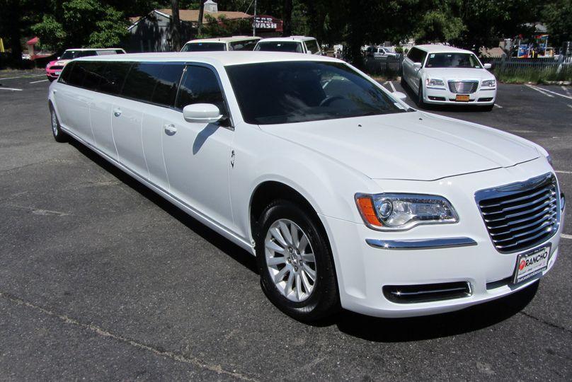 New chrylser 300 5 door 12 passenger limousine