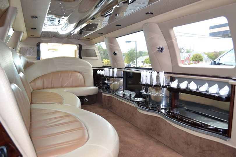 12 Passenger Expedition Limo