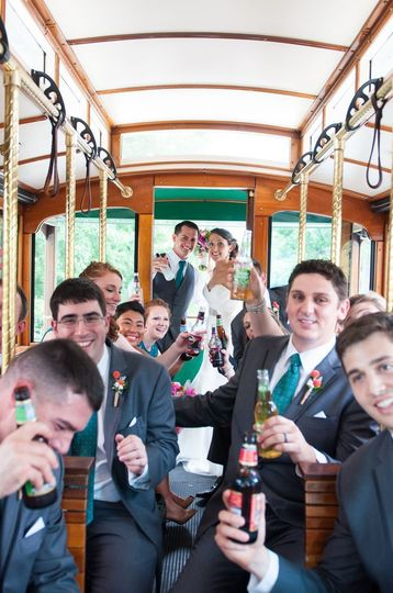 857f7810680e1374 1515445886 cf7ad566d9234988 1515445885711 5 wedding trolley 2