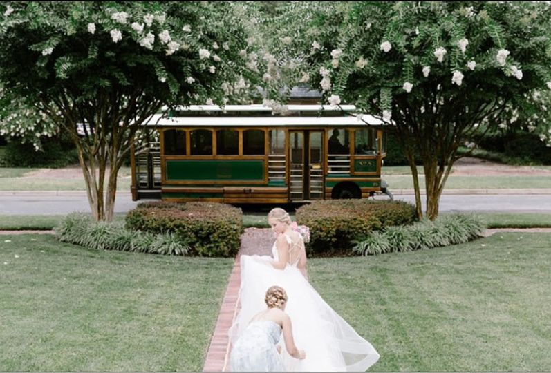 6bf0deed431e8ff3 1515445904 a15b9b346cbcb7c9 1515445903260 6 Wedding Trolley 1
