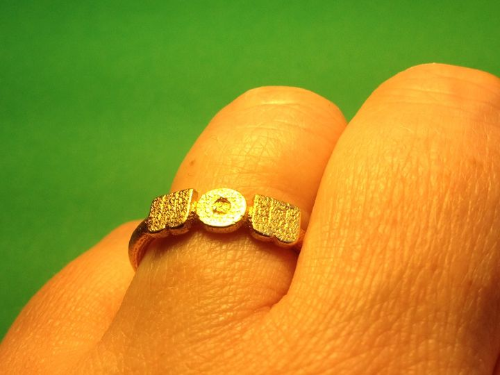 WOW MOM Ring Wow or Mom, depending how you wear it. Token thank you for your mother or mother in law...