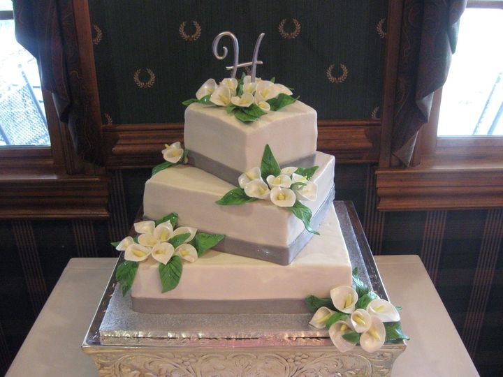 square calla lily wedding cakes icing on the edge wedding cake concord nc weddingwire 20357