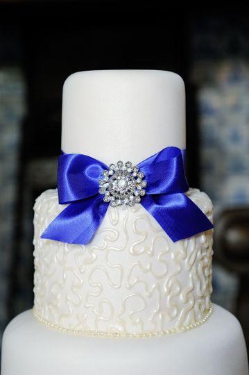 royal blue ribbon cake