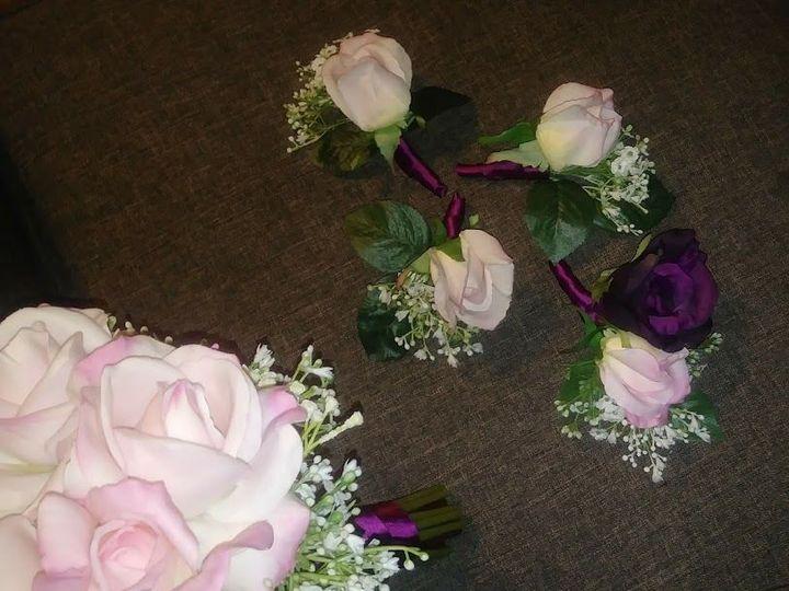 Tmx 1536956592 E16ecf8f40188722 1536956591 62ed1eb9326f7a19 1536956591080 5 Roses And Baby S B Kenosha, WI wedding florist