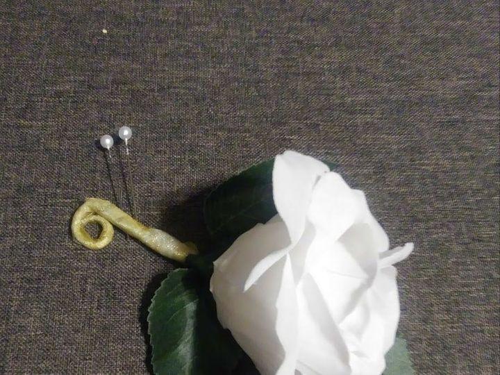 Tmx 1536956829 76766cdd3733c1d5 1536956828 1ae3b0158c547e55 1536956828468 14 White Rose Bout Kenosha, WI wedding florist