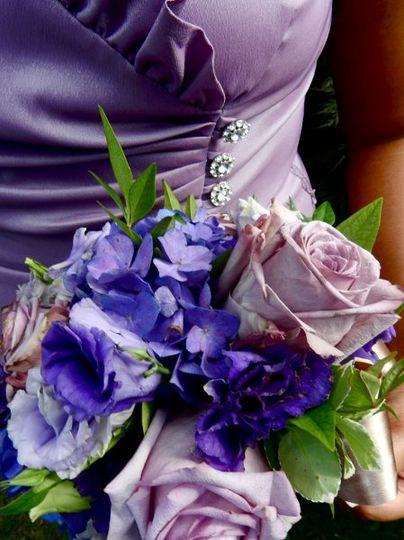 bridesmaidsboquetshadesofpurple