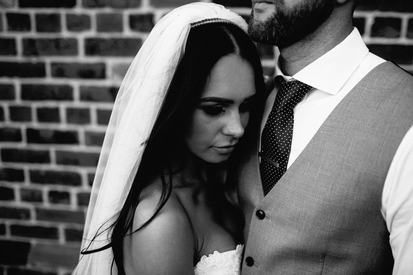 7bec803f5d70e7a7 1510108907079 black and white photo bride and groom