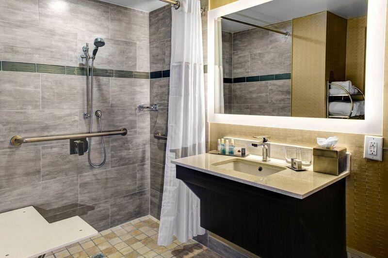 Hotel suite comfort room