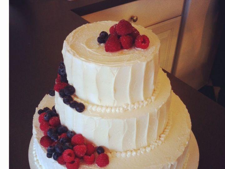 Tmx 1517422245 136b708360835ff6 1517422244 24141a4fcca70ab3 1517422243647 6 Photo  96  Centerport wedding cake