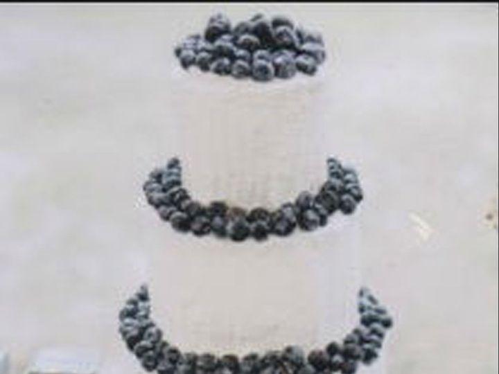 Tmx 1517422520 A798b255844e1599 1517422514 Fc309d4e968785e2 1517422511687 16 HR Cake2 Centerport wedding cake
