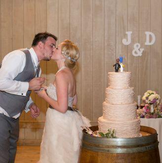 Tmx 1517422549 7f4cd4f69f6db618 1517422547 04a78997432c8442 1517422547638 20 Screen Shot 2014  Centerport wedding cake