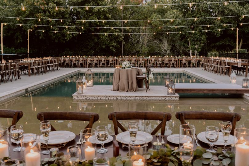 Poolside venue | Photo by Mary Basnight Photography