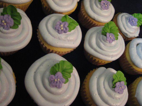 Tmx 1222196402104 Purplecupcakessmall2 Atascadero wedding cake