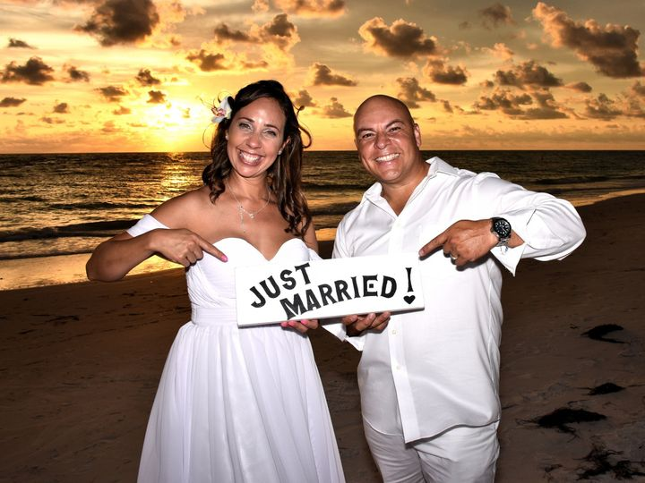 Tmx 1527798306 F912b47e511f7f28 1527798303 Efe8c4da054ef599 1527798298622 2 Coquina Beach Suns Clearwater, Florida wedding officiant