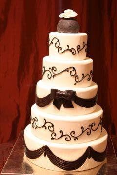 Chic black & white wedding.