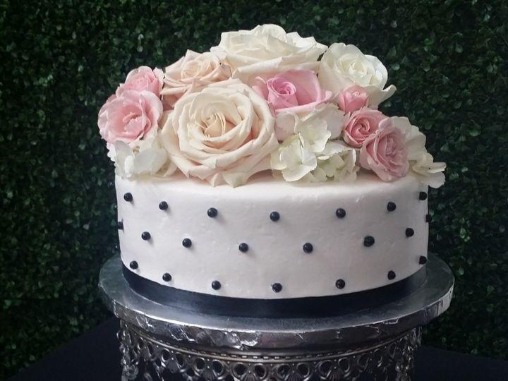 Tmx Leti Black And White With Fresh Flowers 51 760804 159346588216123 Saint Petersburg, FL wedding cake