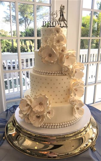 white and gold with gumpaste flowers 51 760804 1571344498
