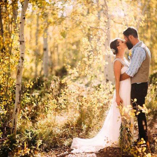 beautiful fall bride and groom