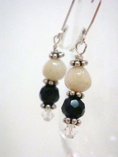 Flower petal bead from a white rose combined with a faceted black onyx bead to make these keepsake...