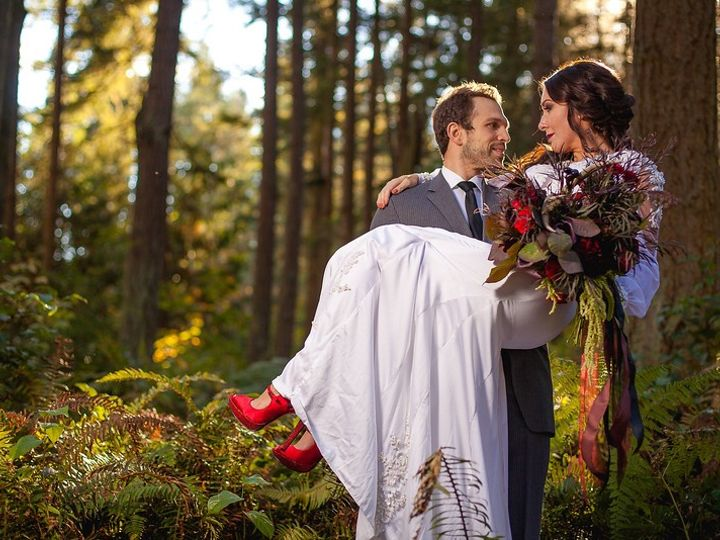 Tmx Red Shoes In Tree 51 619014 158627111294710 Eatonville, WA wedding venue