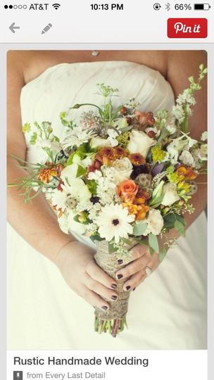 A loose, airy, gardeny bouquet