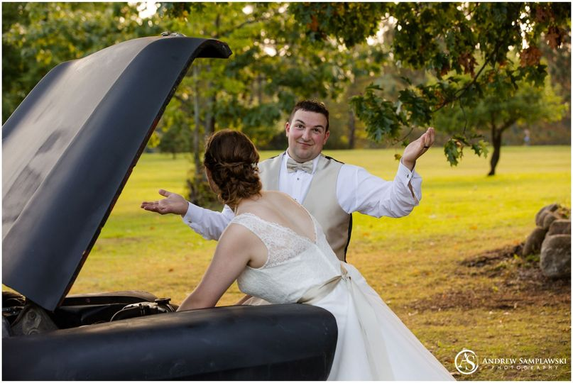 No need for an extra set of hands as the bride as it covered!