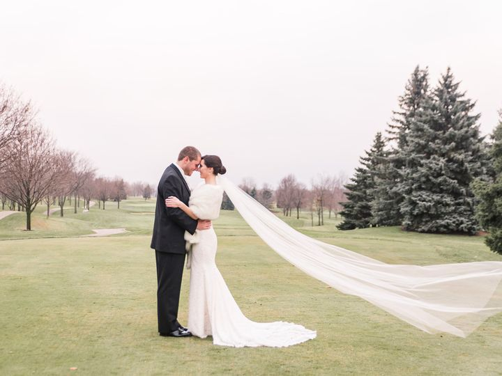 Tmx Veil In The Wind 51 15214 Lake In The Hills, IL wedding venue