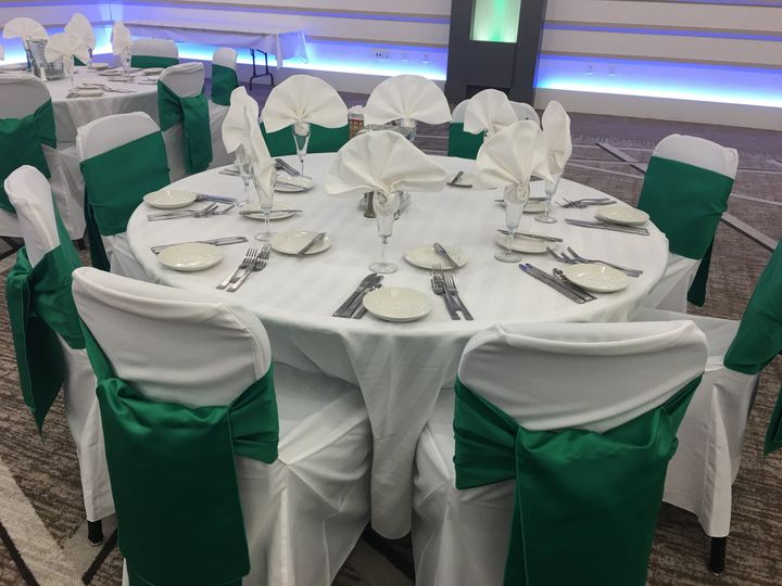 Green and white table set-up