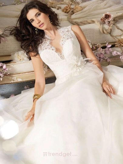 Simple Princess V-neck Floor-length Organza White Wedding Dresses Price:$186.99...