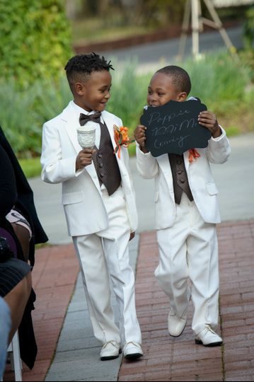 098278a18b72c1ef 1515425564 2e39a2c1ad8c7032 1515425555461 29 march ring bearer