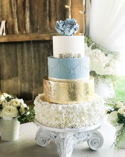White, blue and gold cake
