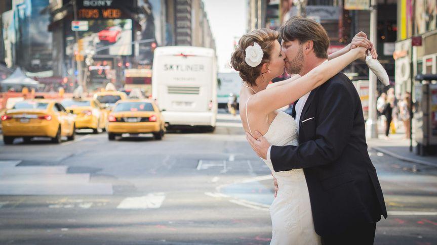 frerk hopf photography wedding kissing couple time