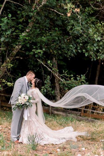 Couple kissing | Deyla Huss Photography