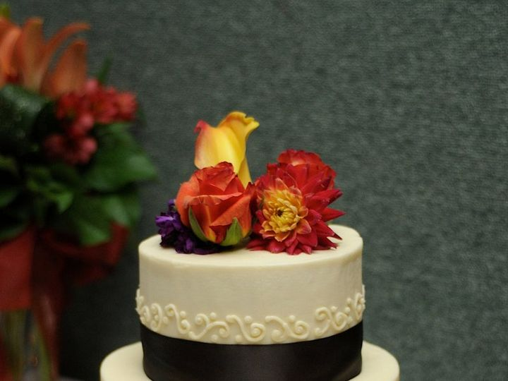 Tmx 1352470172572 Alisonsweddingcake2 Eau Claire wedding cake