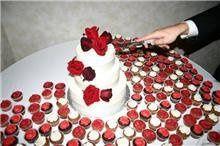 Tmx 1352470185061 DevonsWeddingCake Eau Claire wedding cake
