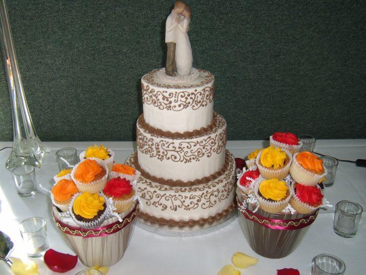 Tmx 1352470287915 GEDC0927 Eau Claire wedding cake